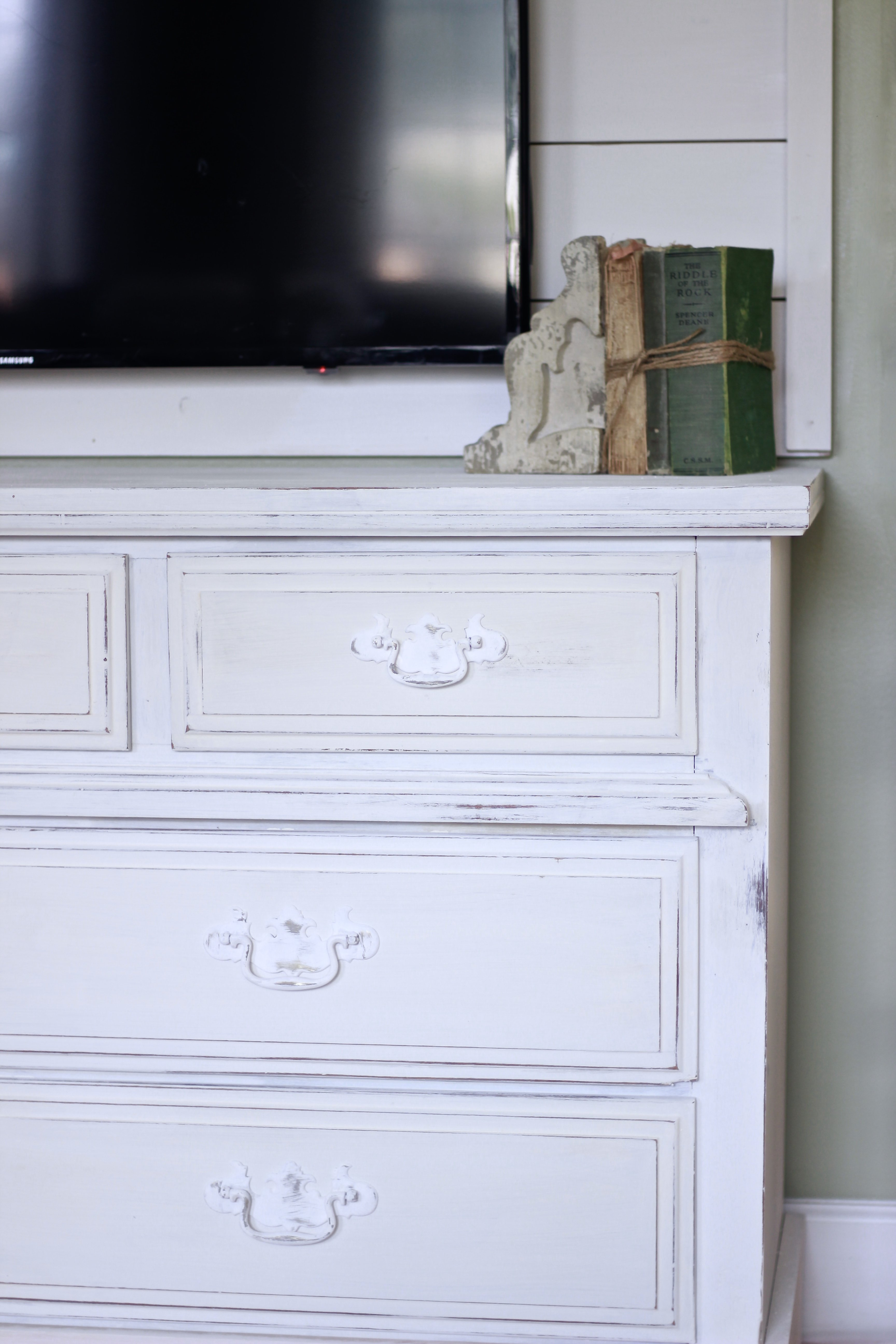 Our Free Dresser We refinished. Easy DIY With Milk Paint, How to Turn an Ugly piece of furniture into a gorgeous new piece. Refinished furniture, DIY Furniture, Rustoleum Chalk Paint, Milk Paint.