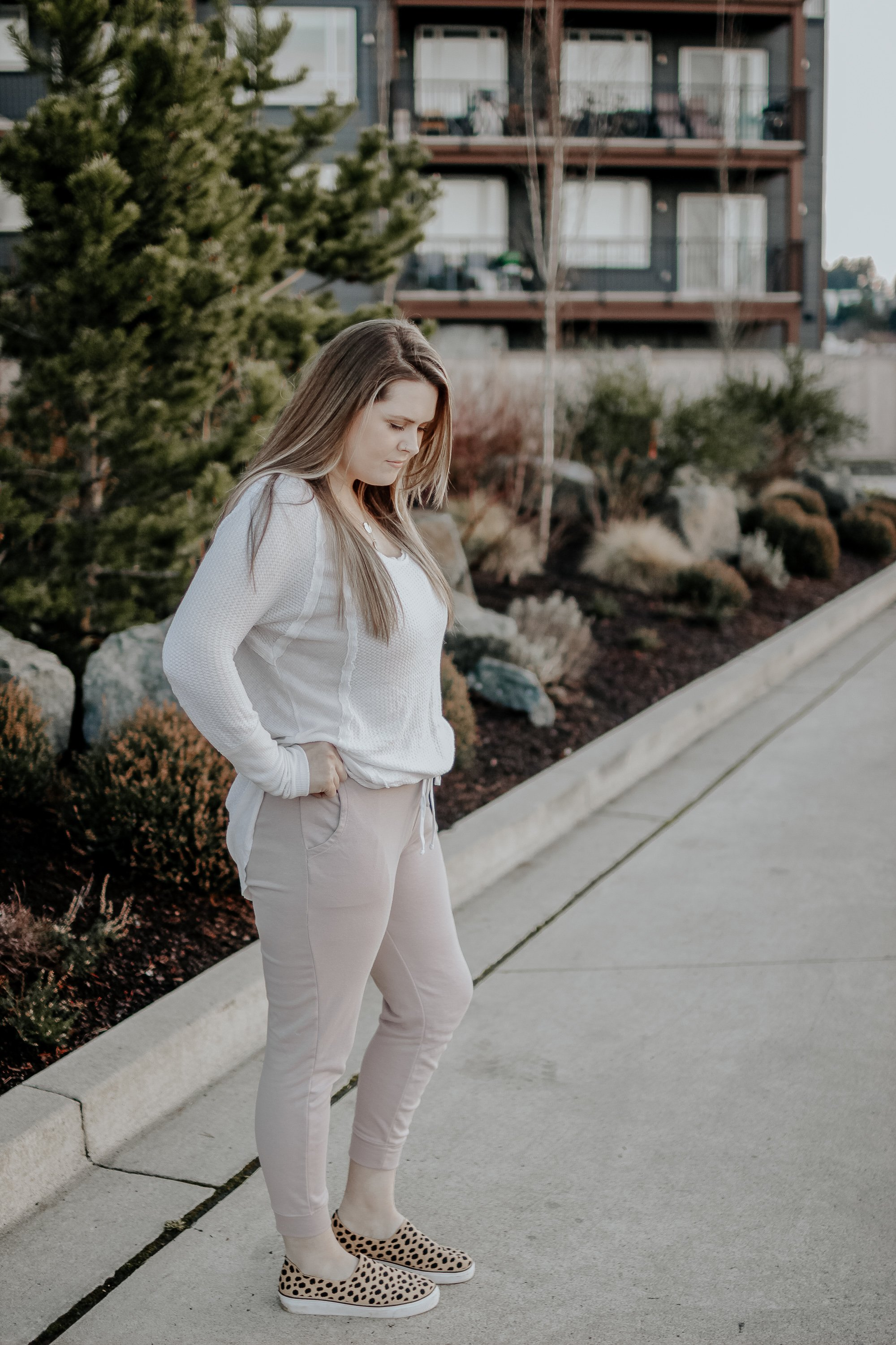My Capsule Wardrobe [ My Key Pieces ] How to Look Cute As A Mom and Not try to hard.