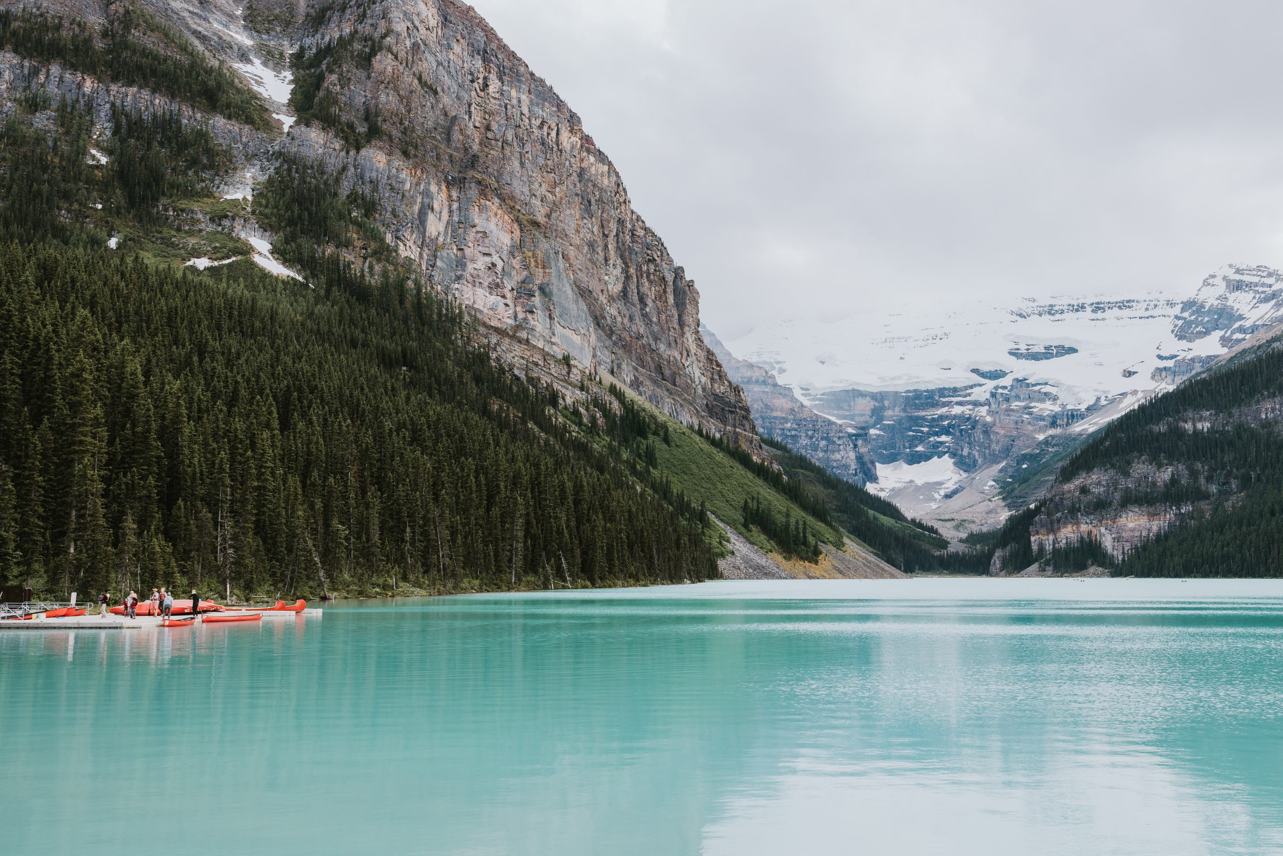 Travelling to Banff! The best places to eat with kids in banff and what to do in Banff in summer. How to travel to Banff on a budget!