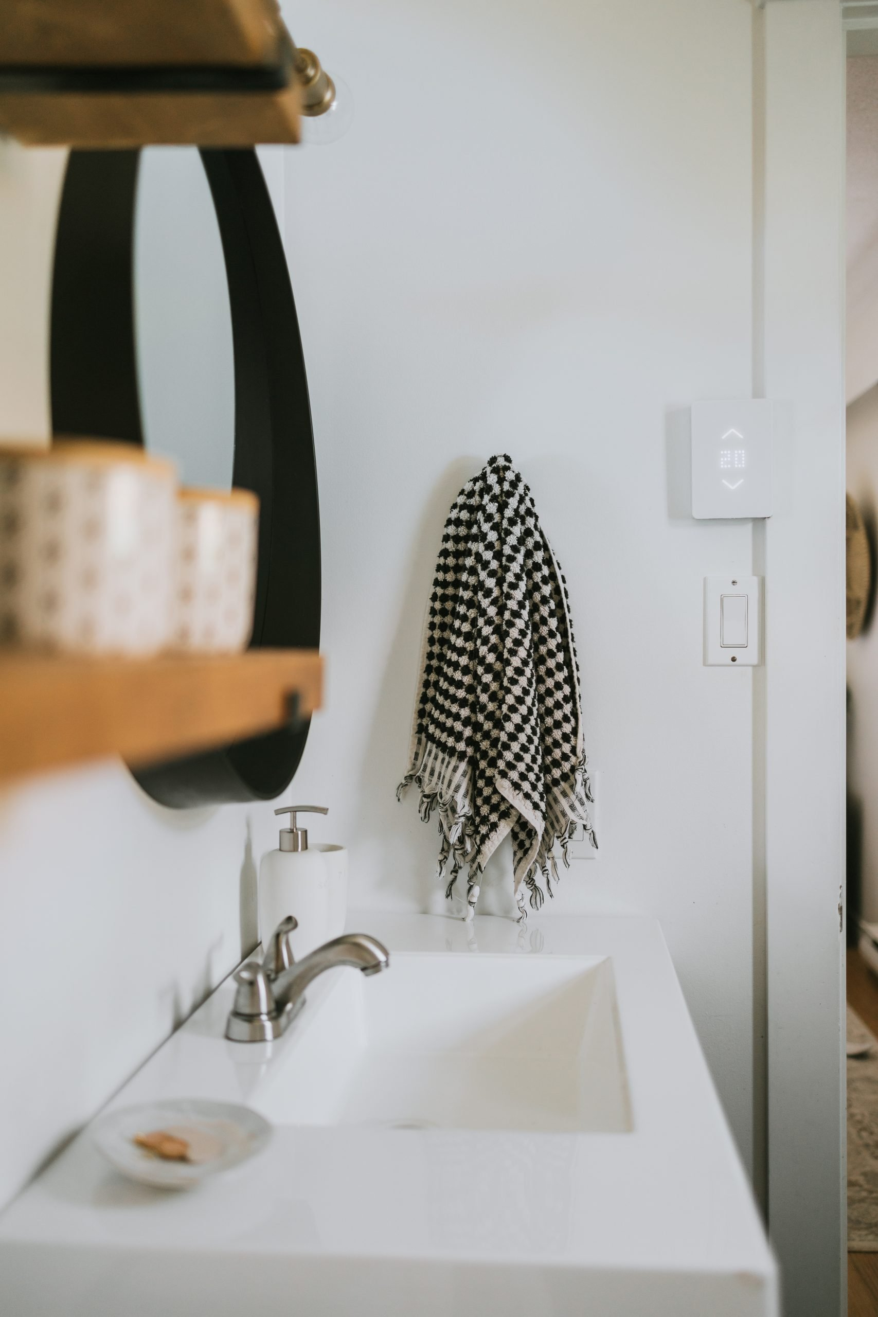 Modern Free Bathroom Refresh! I shopped my home and thrifted a few items to transform our tired and dreary master bathroom into a modern bathroom