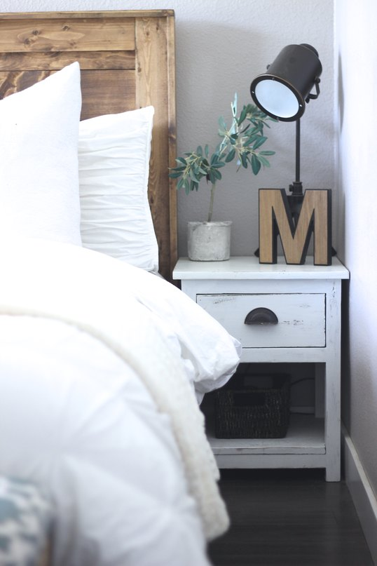 The Rugged Rooster Home Tour, The Rugged Home. How To Decorate your Home For Cheap, Get The Farmhouse Look, Learn To Build Your Own Rustic Furniture
