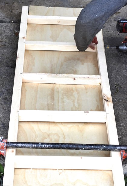 Easy Rustic Ladder, DIY Ladder, How To build a rustic ladder easy, Build a ladder fro under 7 dollars, rustic furniture builds