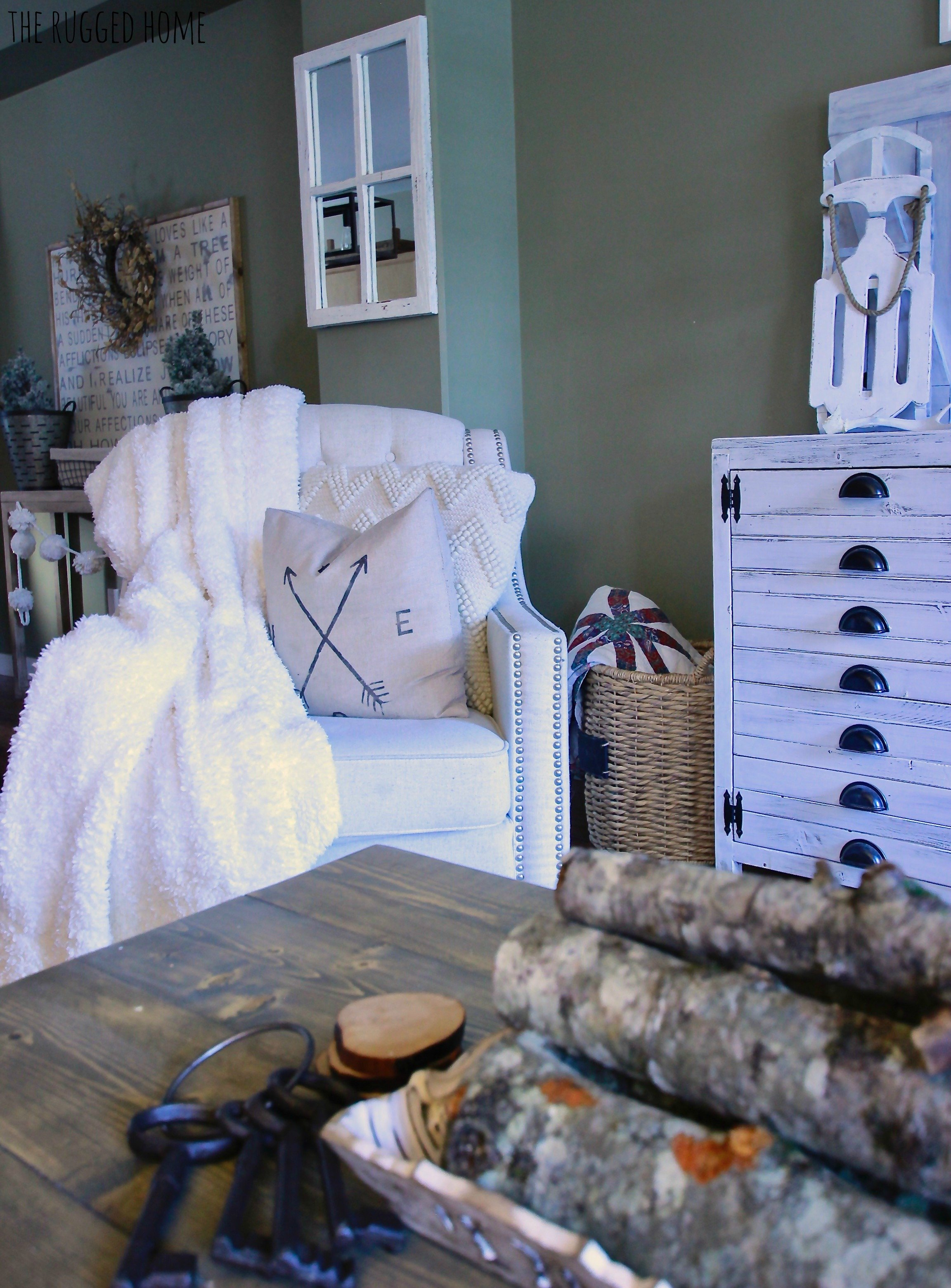 Decorating After Christmas, Winter Decorating After Christmas, How to Incorporate the same decor www.whitepicketfarmhouse.com