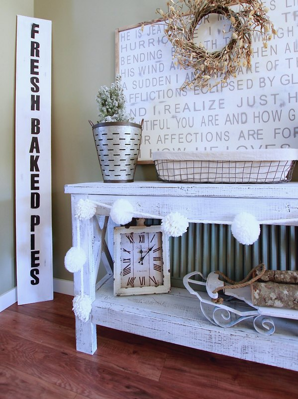 Make A Super Easy DIY Farmhouse Fresh Baked Pies Sign. Under 20 dollars and super fast www.whitepicketfarmhouse.com