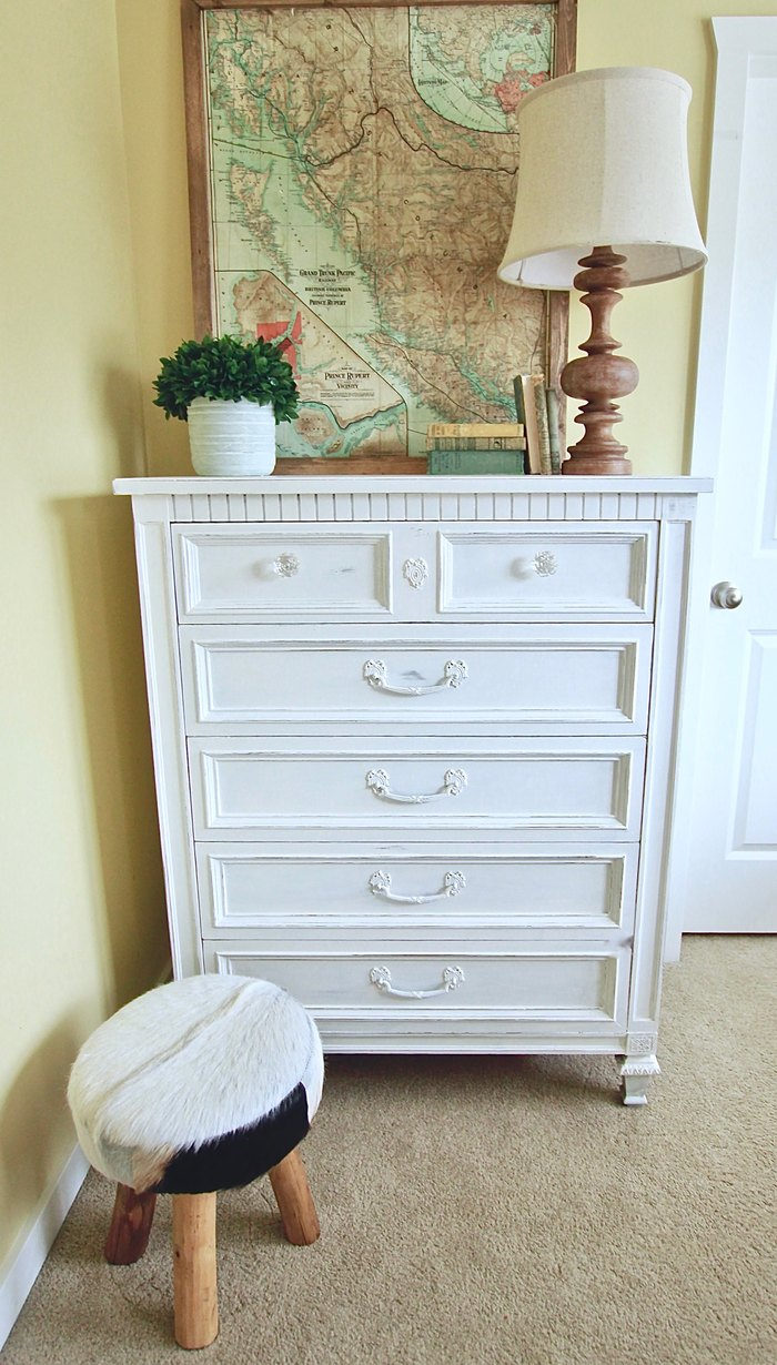 White distressed farmhouse dresser www.whitepicketfarmhouse.com