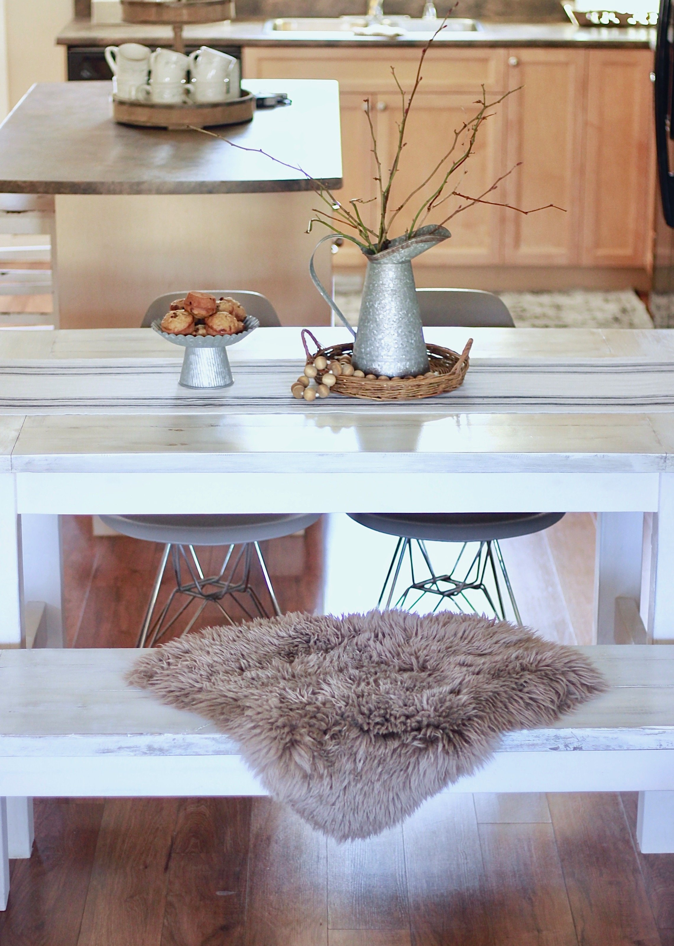 Our White Farmhouse Distressed Table and how to get this finish yourself www.whitepicketfarmhouse.com