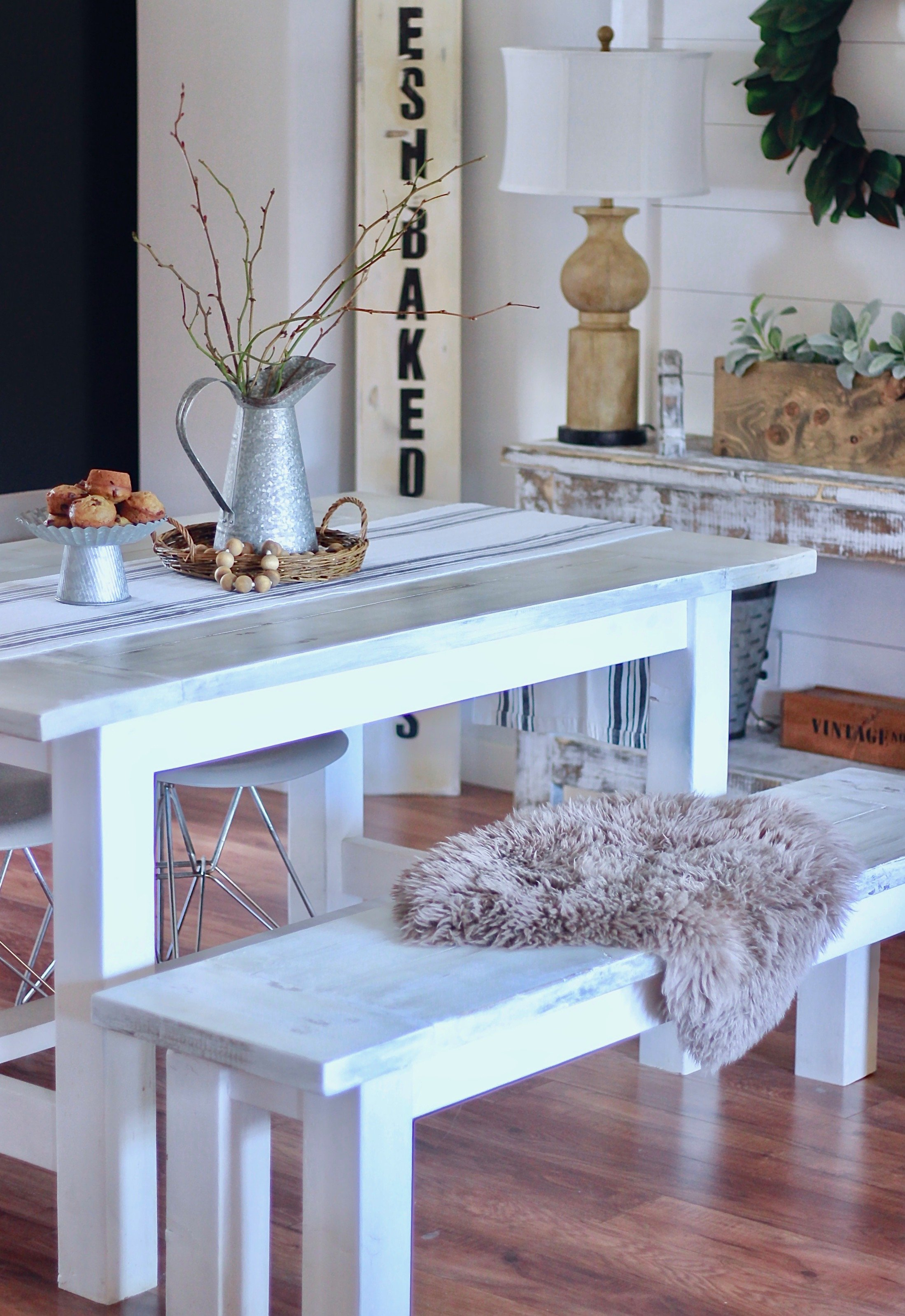 Our Farmhouse White Distressed Table & How To Achieve This Look www.whitepicketfarmhouse.com
