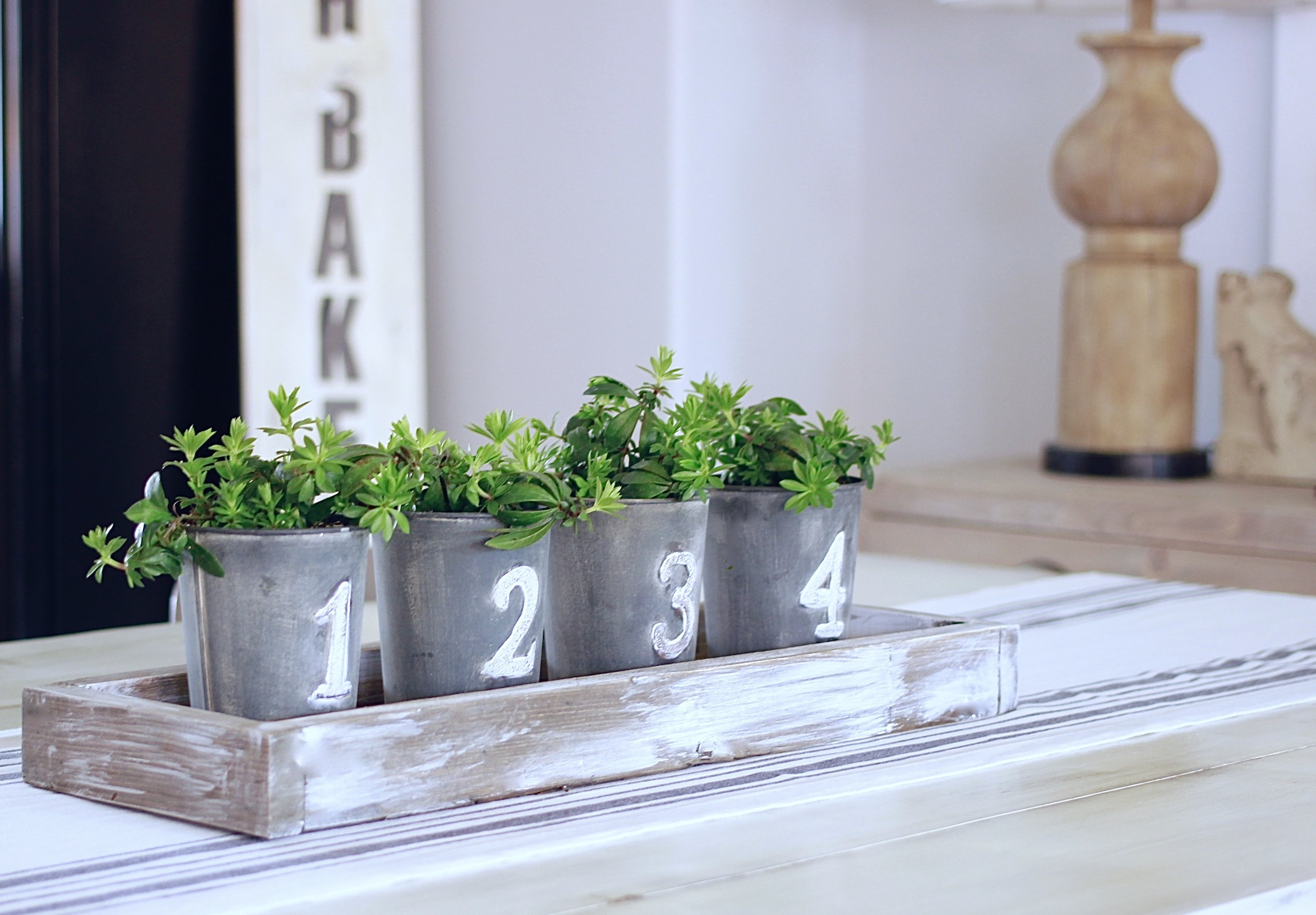 DIY Spring Centrepiece that will cost under 15 dollars. Super easy & Quick www.whitepicketfarmhouse.com