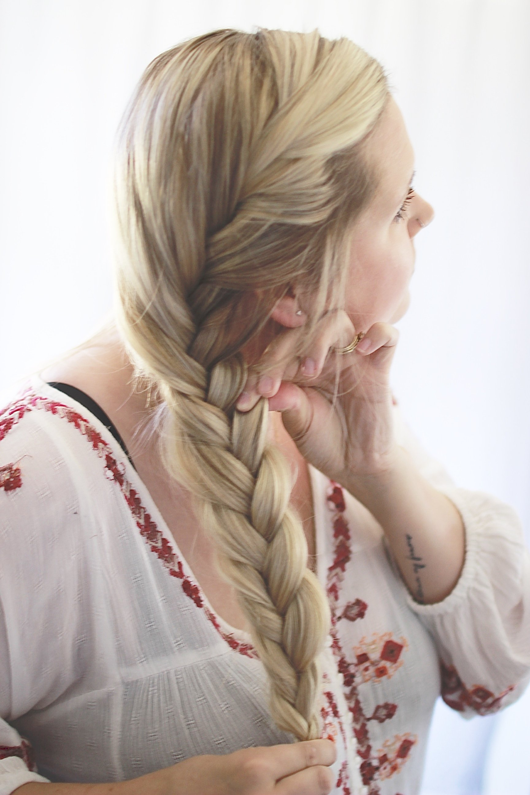 Easy Fishtail Braid Tutorial. How to Braid Your Hair in Under Two Minutes. How TO Get it Extra Big with lots of volume.