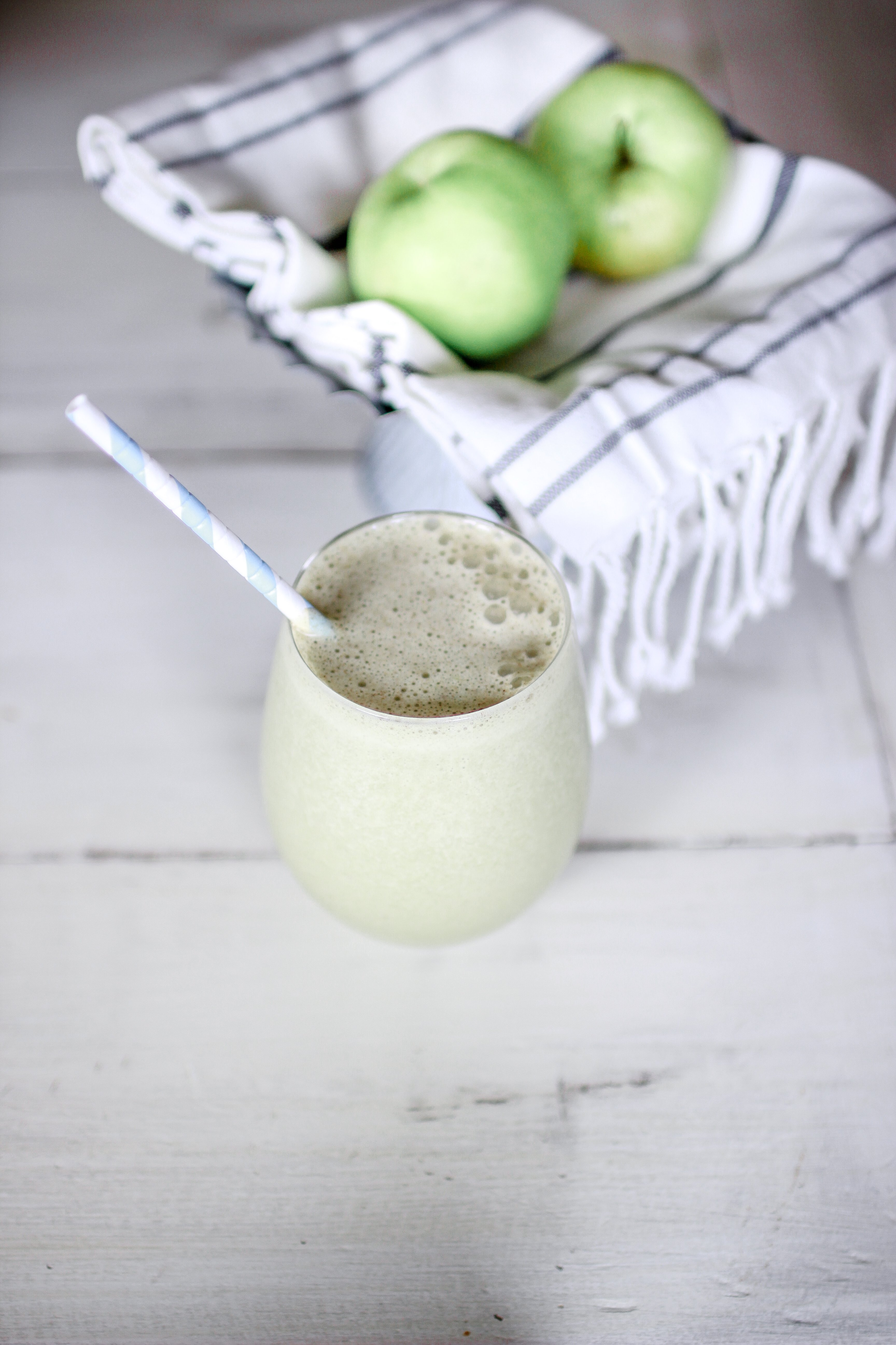 Do you have a picky Eater? This Smoothie Recipe is for you! The Green Machine Smoothie for the pickiest of eaters. Full recipe for on the go mamas www.whitepicketfarmhouse.com #smoothies #smoothiesforkids #ketosmoothies