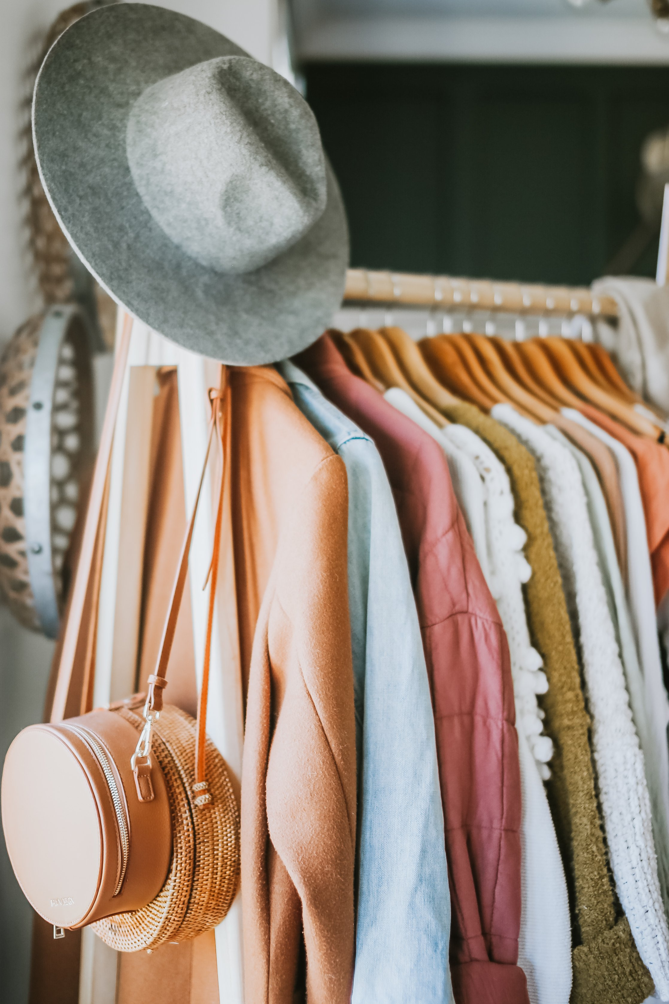 Spring Capsule Wardrobe. What is a Capsule Wardrobe and How to Make your Own. Also Links to all my favorite pieces from Madewell, Free People and List of Canadian Small Shops