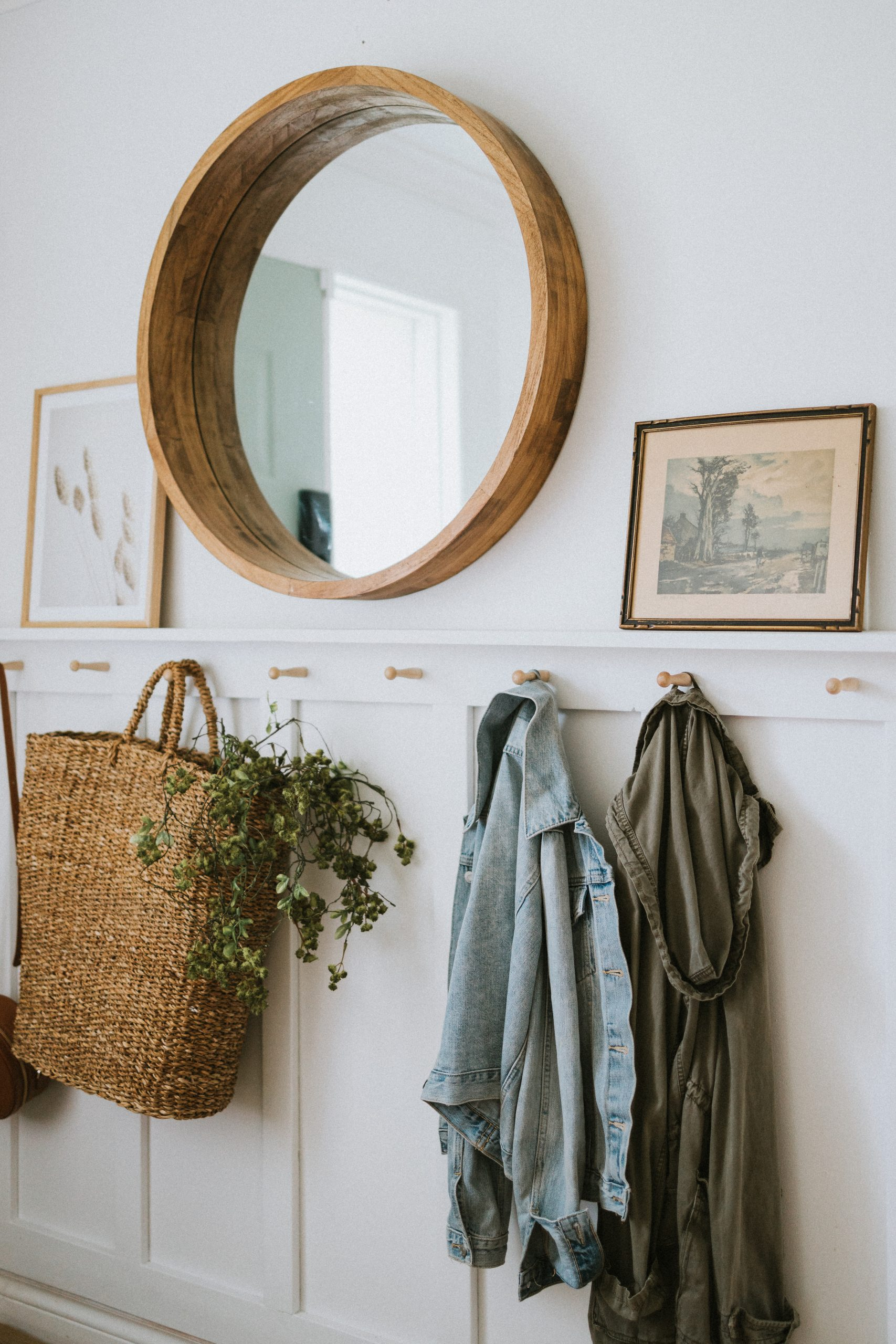 10 Items To Find Thrifting. You would be surprised what you can find in a thrift store. Skip spending hundreds at Pottery Barn and start thrifting!