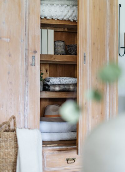 How To Build Easy Shelves in A Wardrobe
